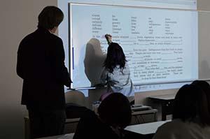 ポルテ助教のグループ対抗クイズ形式の英文問題